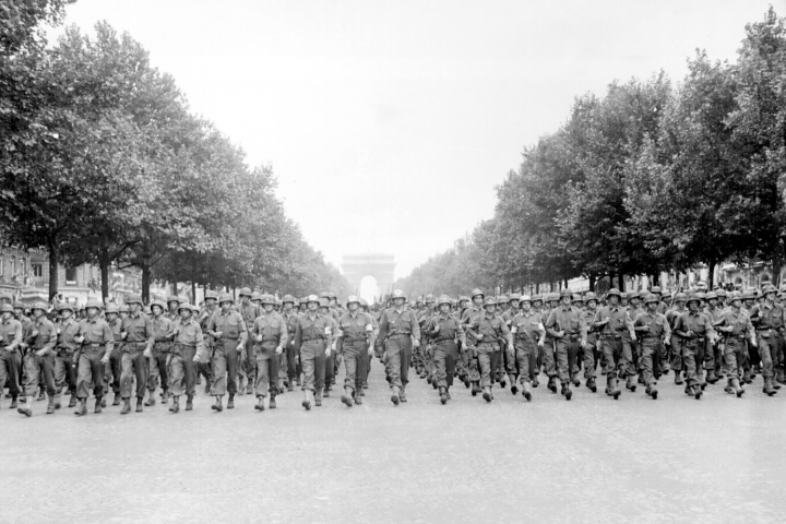 American_troops_march_down_the_Champs_Elysees